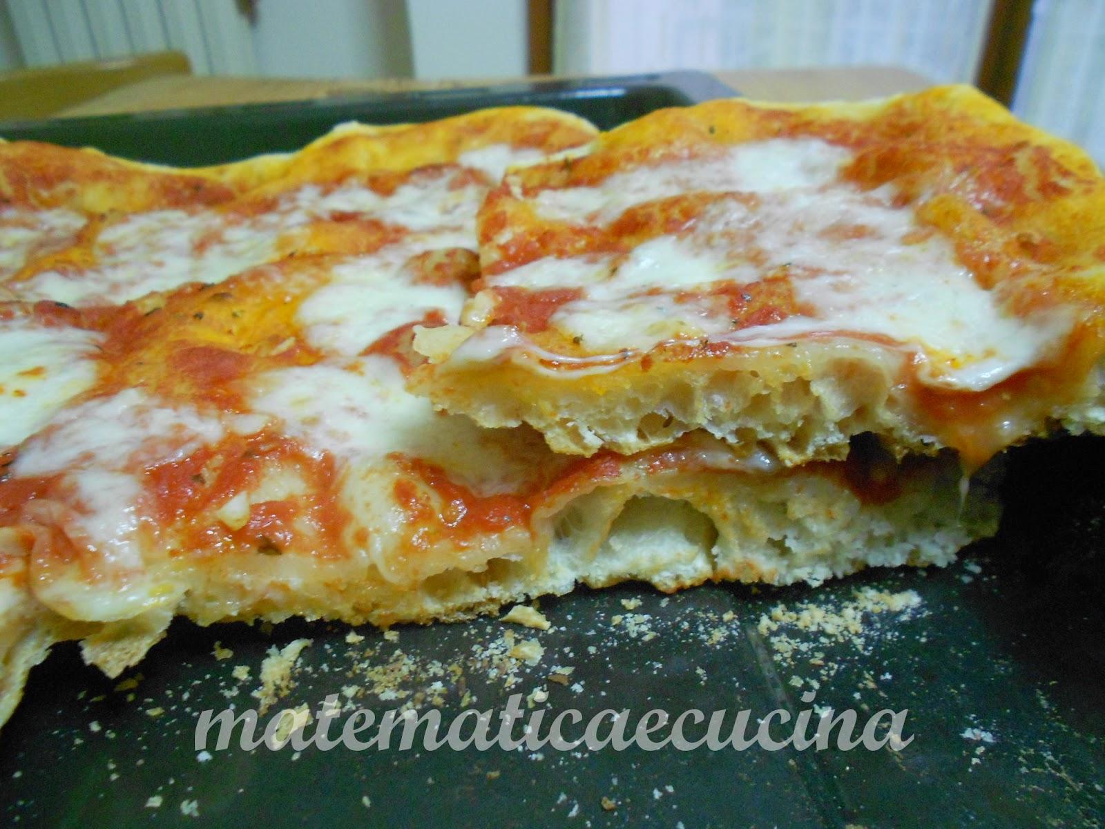 pizza napoletana con lievito madre- otto, dieci ore di lievitazione, cottura in teglia