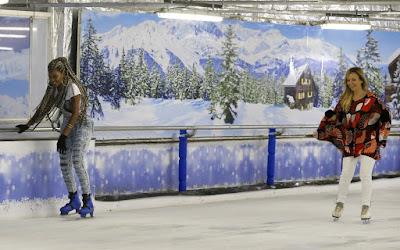 Ludmilla e Eliana patinam no gelo - Crédito: Francisco Santos/Agnews