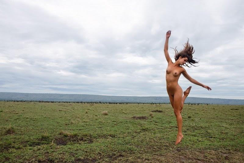 бегущие голые женщины фото