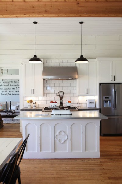 Vintage farmhouse fixer upper for Joanna gaines home designs