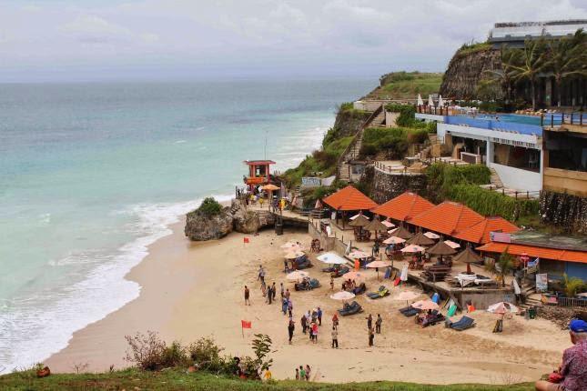 Pantai Dreamland Terletak Di Desa Pecatu Ujung Selatan Dari Kabupaten Badung Bali Bagian Yang Dapat Ditempuh Dengan Kendaraan Sekitar 45 Menit