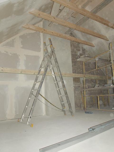 remont starego domu poddasze dach belki strop