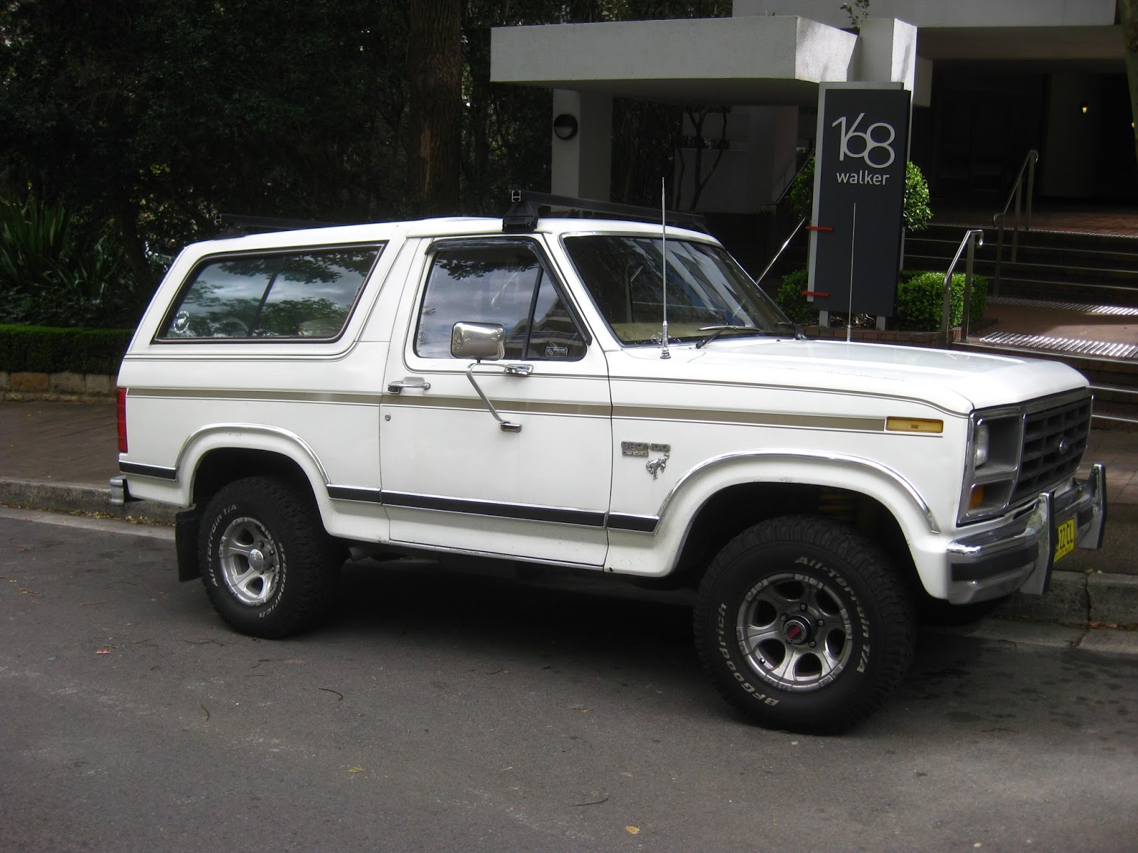 1984 ford bronco xlt