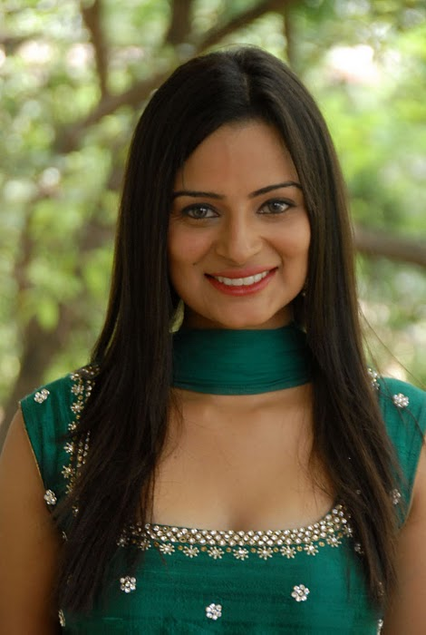 Anuhya  - Anuhya Hot Pics in Green Suit