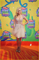 peyton list kelli berglund pretty in pink at kids choice awards 201405.jpg