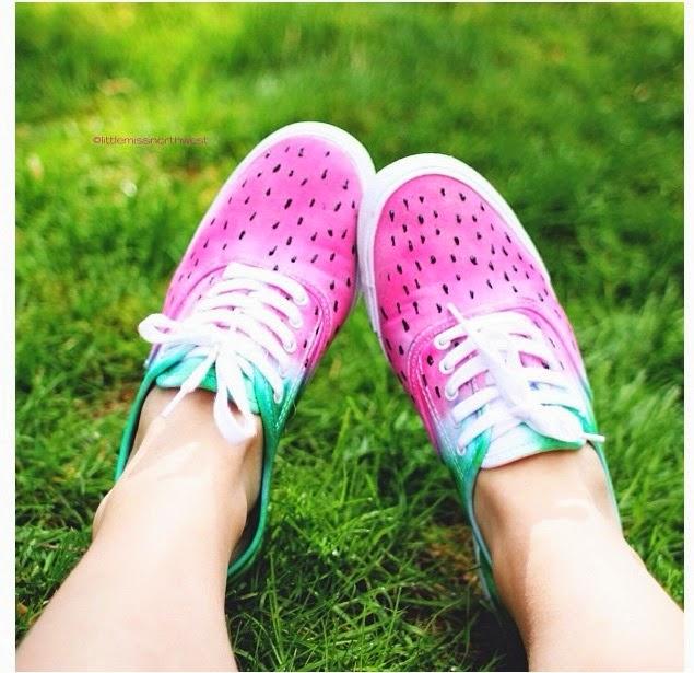 Zapatillas pintadas a mano con inspiración sandia