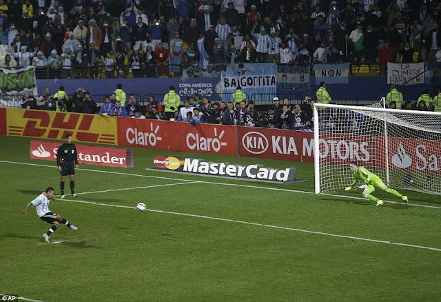 Tata Martino : Kami mencoba untuk tidak memakai Tevez di penalti