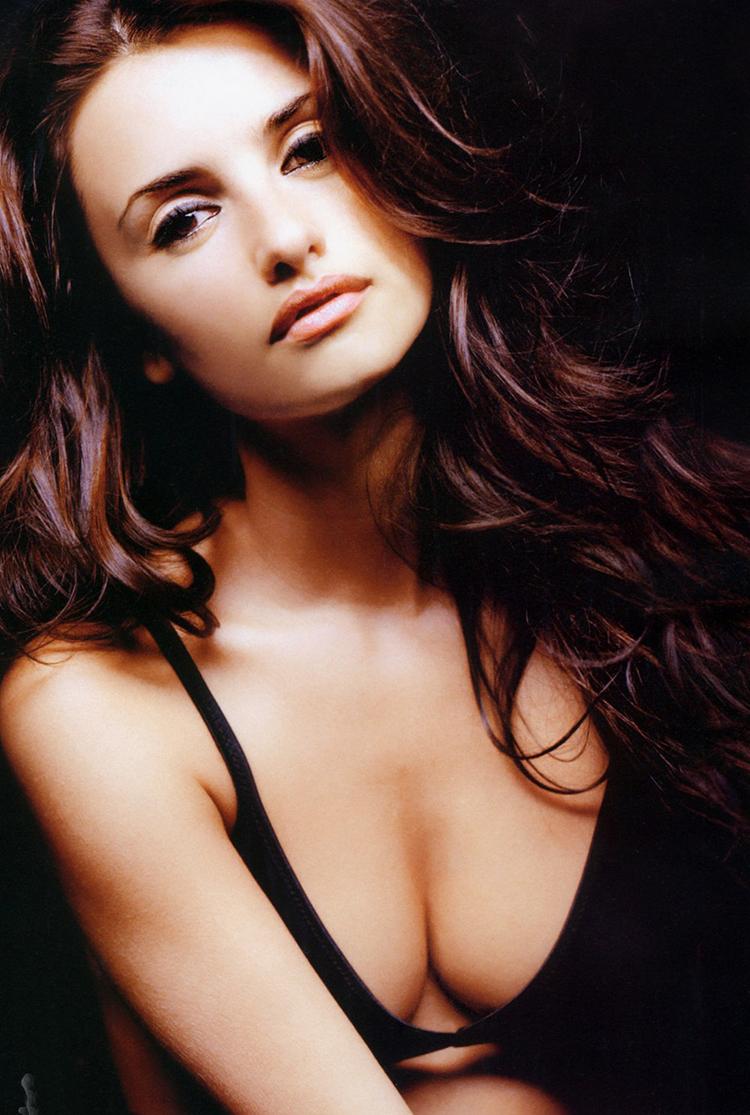 Fresh Look Celebrity Penelope Cruz Hairstyles 15