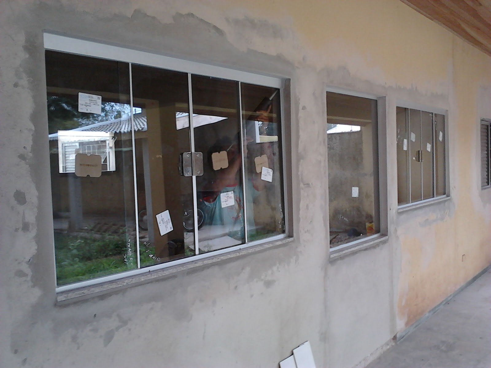#614C41 FRANCO VIDROS TEMPERADOS: Obra em Ourinhos 340 Janelas De Vidro Temperado Ou Madeira