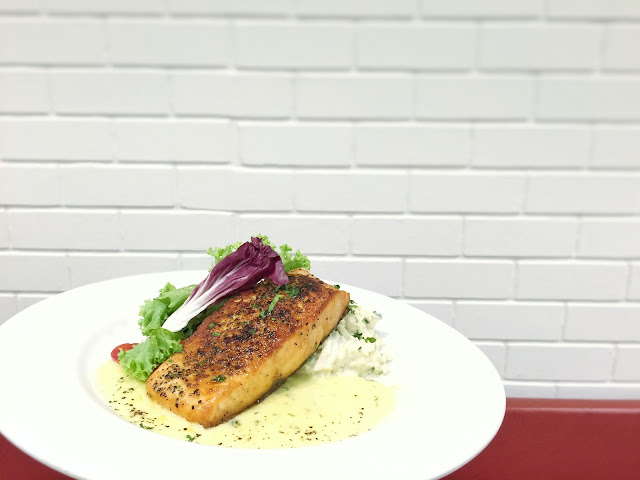 Toby's The Dessert Asylum Tradehub21 - Grilled Salmon Steak