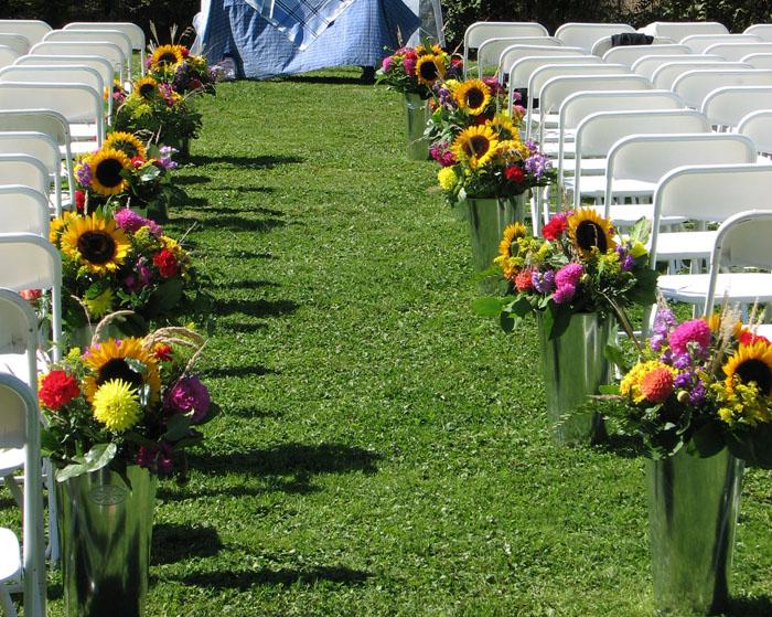 Pretty board garden delight has some great ideas for a summer wedding