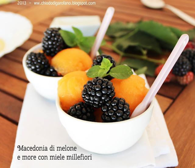 macedonia di melone e more con miele millefiori