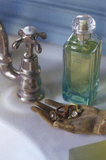 Rings should be taken off before washing hands as the soap can stick to the pieces, and certain delicate jewels do not withstand contact with water well.