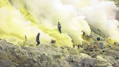 Mina de azufre en Ijen - 2