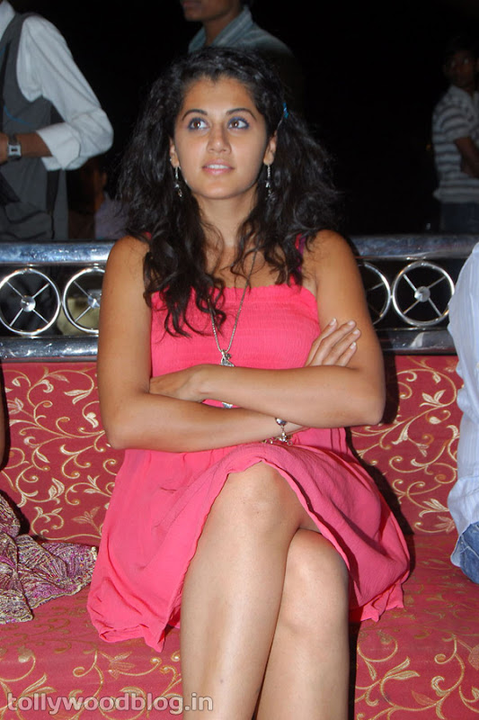 Tapsee Ponnu Hot Photo in Pink Dress wallpapers