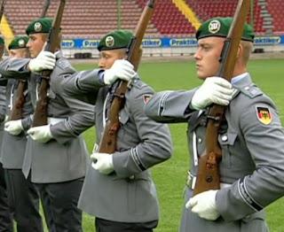 a los soldados alemanes le crecen tetas