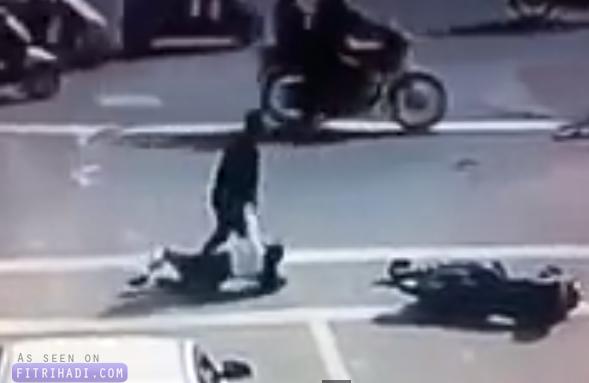 Video Lelaki Dipukul Selepas Pukul Penunggang Wanita
