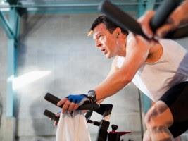 Aeróbicos: La sesión de entrenamiento en bicicleta de spinning