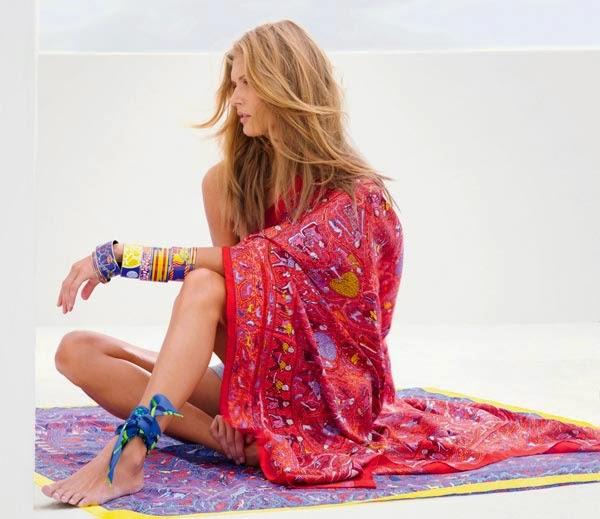 moda praia-lenço no tornozelo