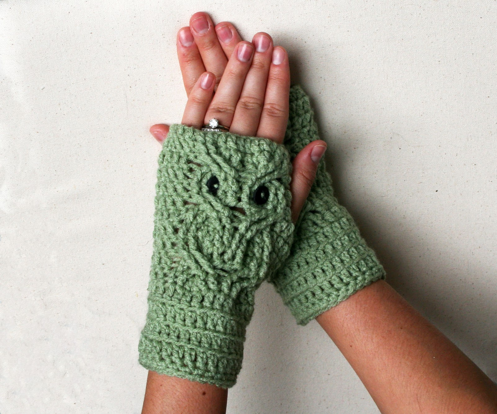 Crocheting Fingerless Gloves : Tampa Bay Crochet: Free Crochet Pattern: Owl Fingerless Gloves