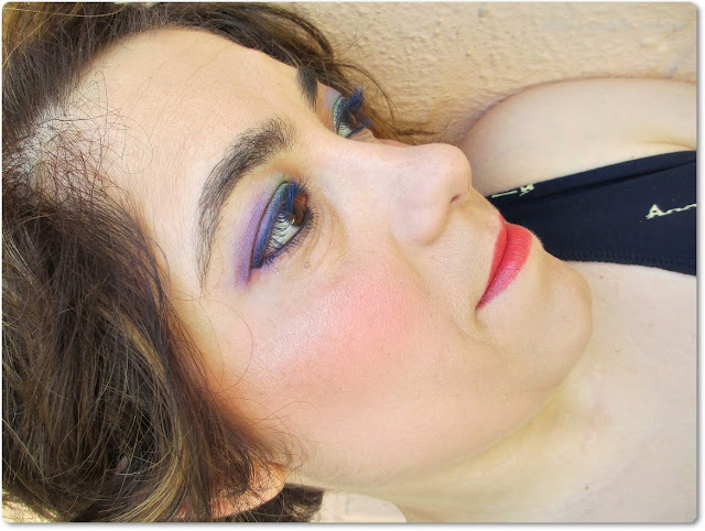 Maquillaje con Pestañas Azules