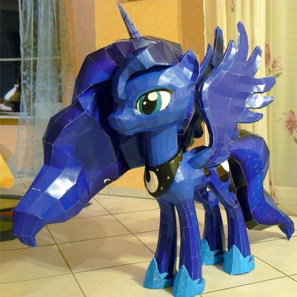 My Little Pony Princess Luna Papercraft title=