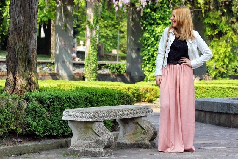 outfit_primavera-falda_larga-croptop_negro