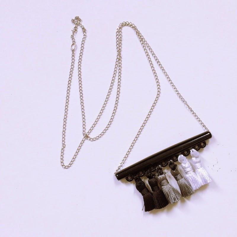 DIY collier avec des pompons...