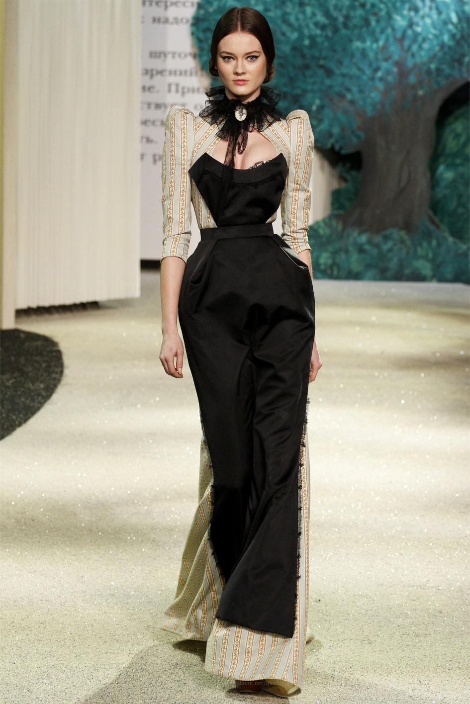Fashion Show: Ulyana Sergeenko Haute Couture S/S 2013