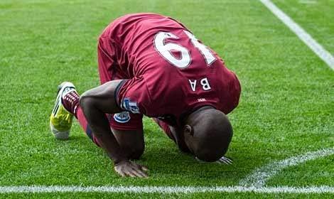 demba+ba 5 Pemain Sepak Bola Muslim Di Piala Dunia 2014