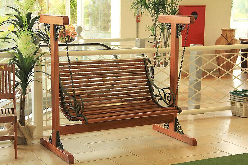 banco de jardim frases:quando pequena meu tio Paulinho construiu um banco que balançava era