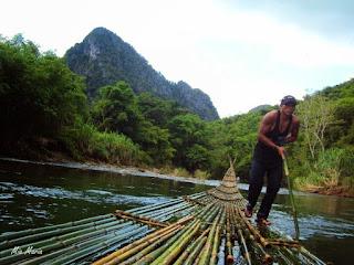 bamboo rafting di sungai amandit loksado - kalsel