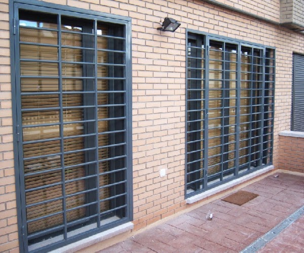 Forja y hierro carpinter a met lica lozano for Puertas metalicas para patio