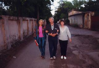 (на фото с лева Тётя Шура, Дядя Вова,  муж тёти вали и сама тётя Валя)