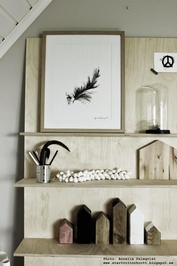 konsttryck, artprint, artprints, prints, poster, fjäder, fjädrar, feather, feathers, svart och vitt, svartvita, diy hylla av plywood, hyllor, gör det själv möbler, möbel,