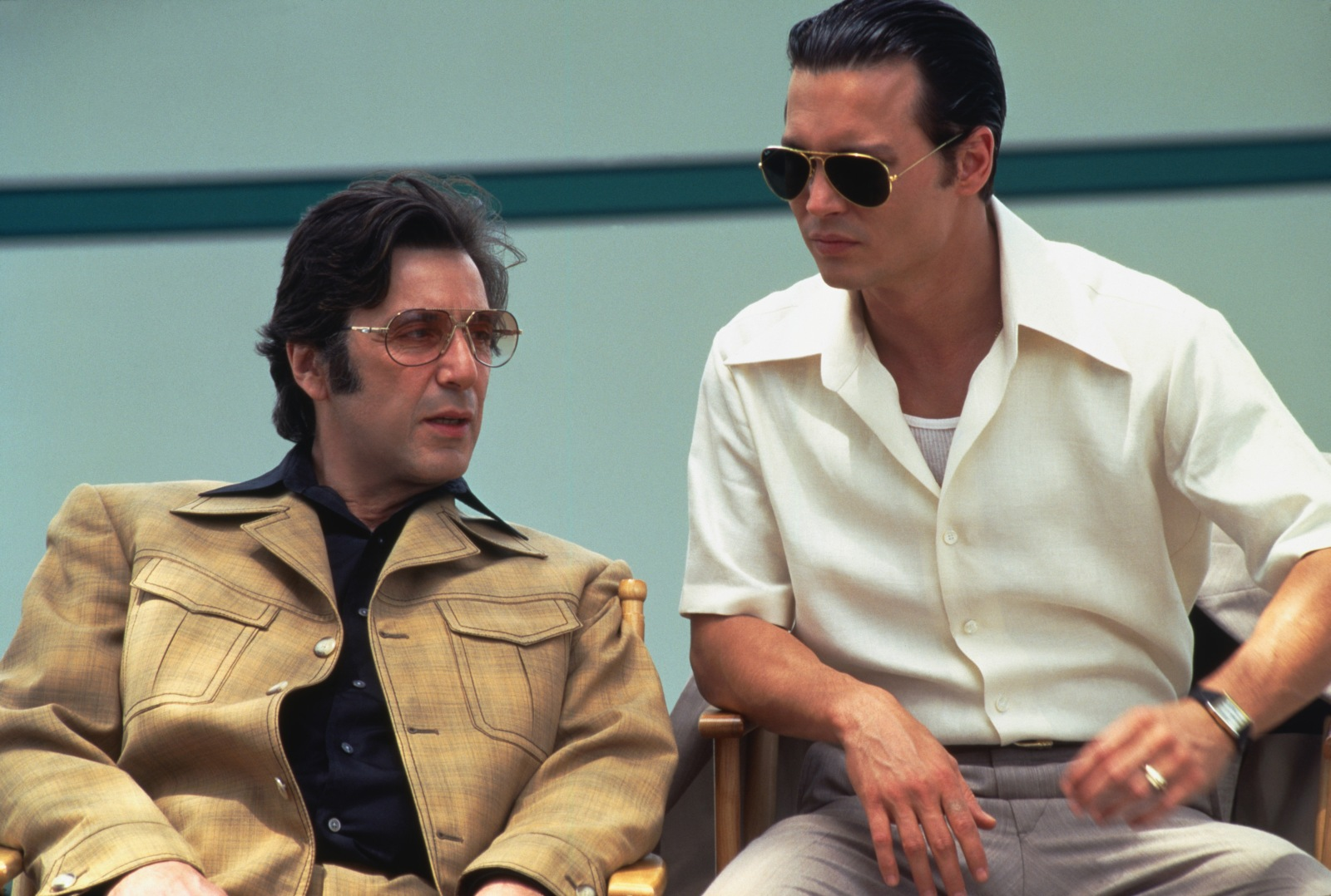 a movie review of donnie brasco Donnie brasco (1997 little indication of what the film is about it turns out donnie is the undercover and i came across a review for donnie brasco.