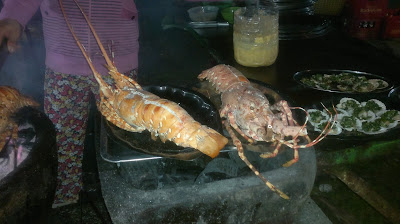 Гамбас - гигантская креветка или лобстер на гриле