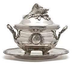 Pot à oille recipiente francese utilizzato come pezzo d' argenteria e usato nelle tavole come centrotavola