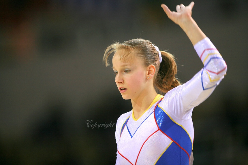 She Made Her Senior Debut In 2006 Where Placed Third The All Around And Second Beam Final At World Championships