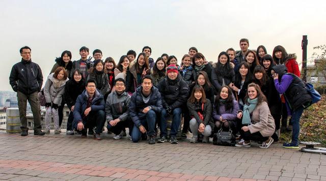Foto de grupo de trabajadores de la KTO en el parque Naksan