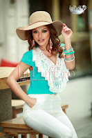 Bluza turquoise volanas dantela alba (Atmosphere)
