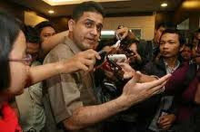 http://mydetik.blogspot.com/2011/07/muhammad-nazaruddin-akhirnya-tertangkap.html