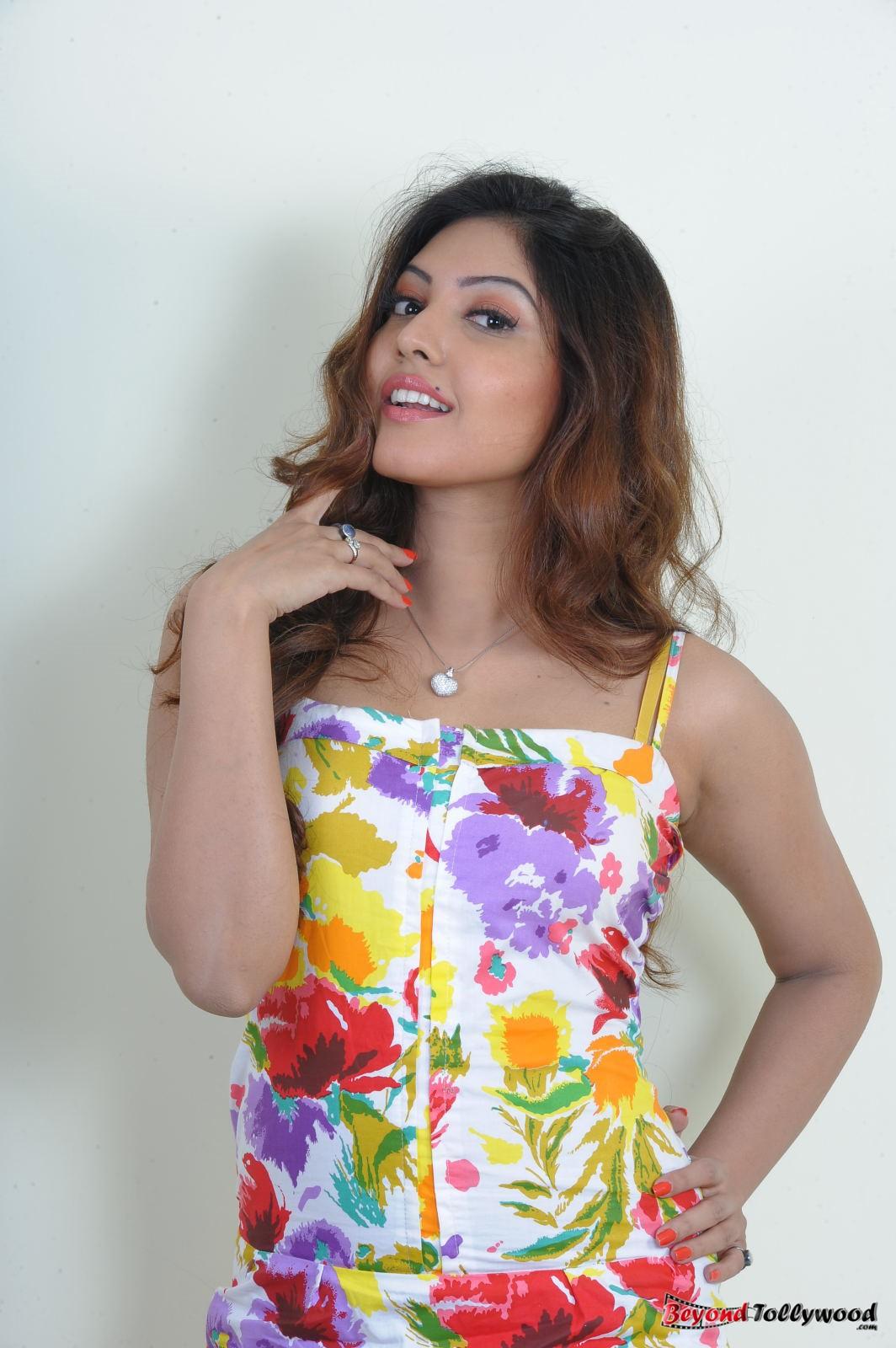 18 actress komal jha - photo #42