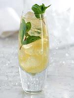 mojito royal au champagne dans un verre