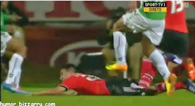 Pedro Tiba pisa Gaitan no Vitória de Setubal - Benfica