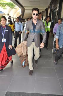 Saif Ali Khan, Kareena Kapoor & Imran Khan snapped at the airport