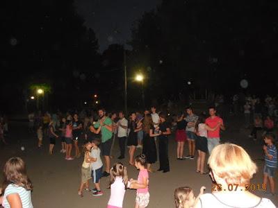 Dansul ocupa strazile si parcurile