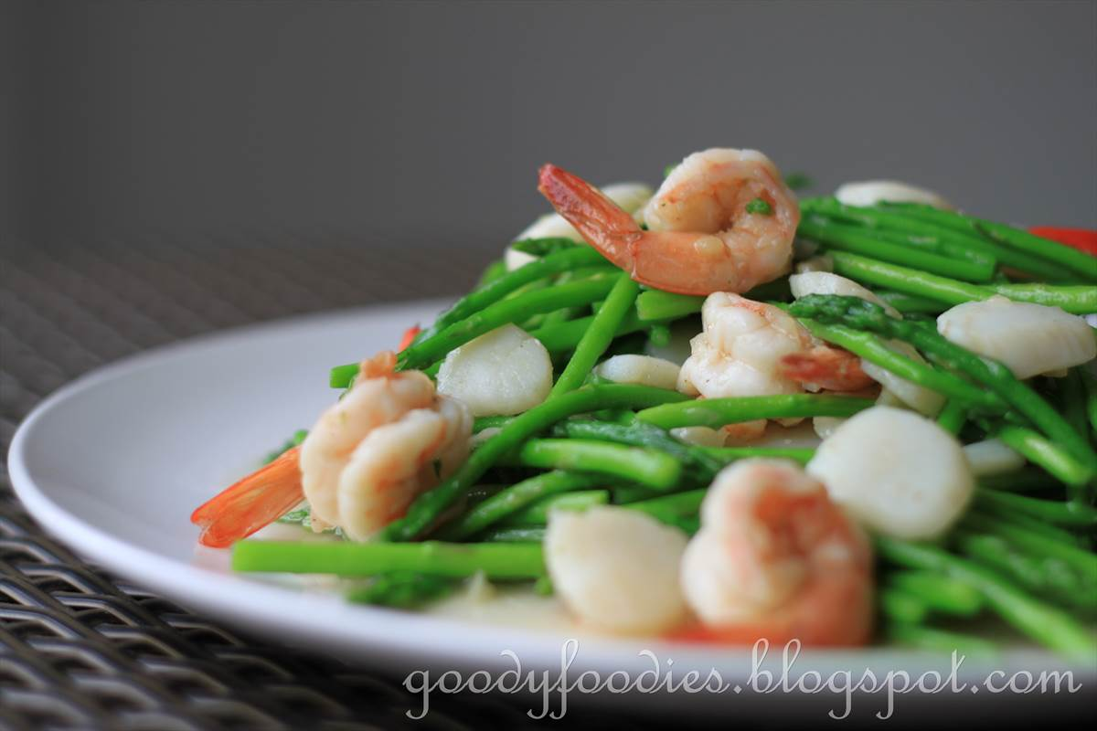 Stir Fried Asparagus With Scallops And King Prawns Recipe By Baby Sumo  Preparation Time: 510 Minutes Cooking Time: Under 5 Minutes Serves 4