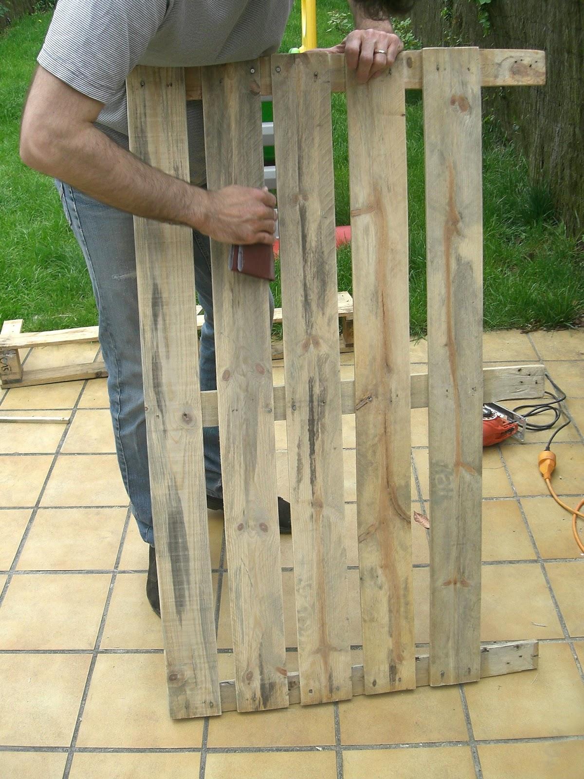 Faire Une Table De Jardin Avec Des Palettes - Conceptions De La ...