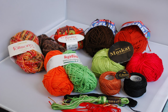 image of autumn coloured yarn